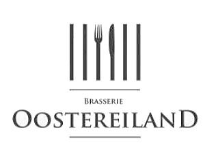 Brasserie Oostereiland het terras geeft uitzicht op het Ijsselmeer.
